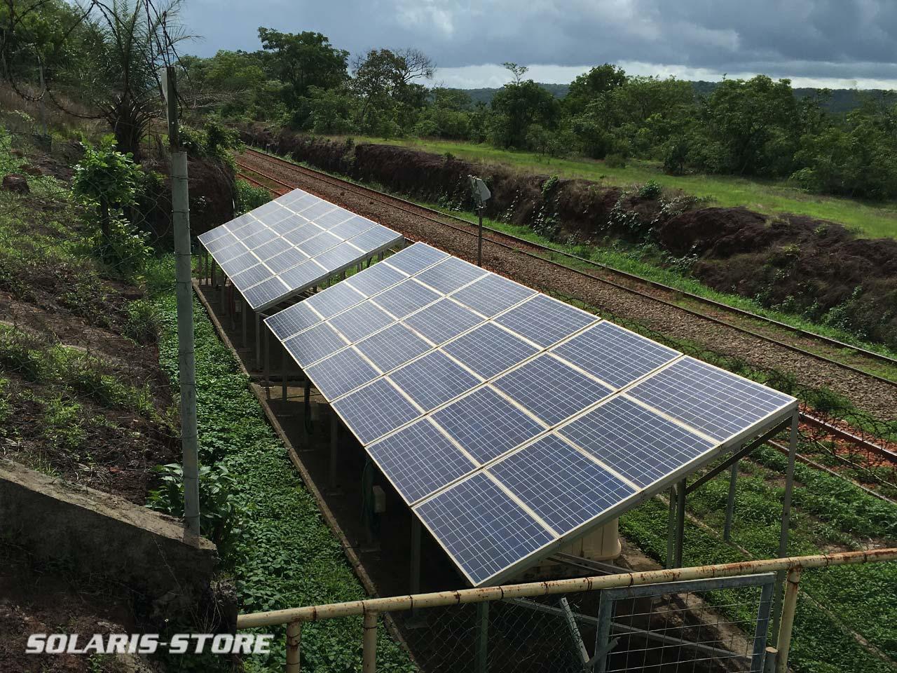 Entretien de centrales solaires photovoltaîques en Guinnée le long d'une voie de train