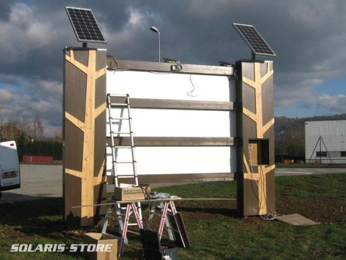 Enseigne lumineuse à énergie solaire