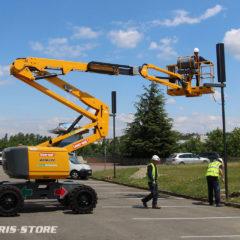 Installation de lampadaire à énergie solaire sur un parking Lyon