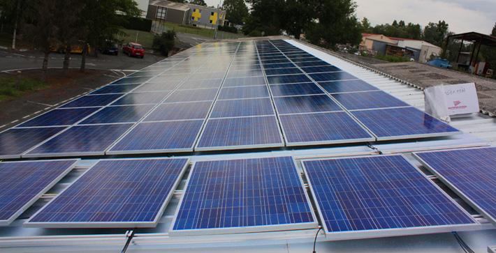 Intégration des panneaux solaire photovoltaïque sur le toit des bâtiments de la zone artisanale