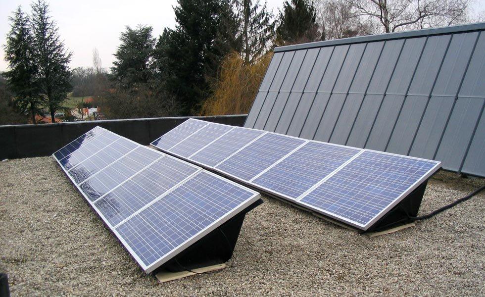 Système d'autoconsommation solaire avec micro-onduleurs à Charnoz sur Ain (01, Ain)