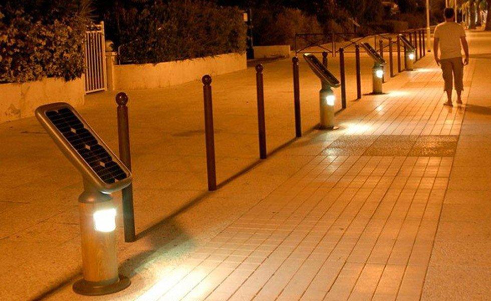 <p>Hauteur : 1060mm<br />Puissance électrique : 5W<br />Flux lumineux : 600Lumen<br />Puissance panneau solaire : 20Wc</p>