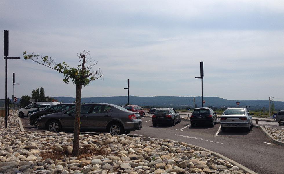 Lampadaire solaire autonome pour l'éclairage d'un parking au Pertuis (Vaucluse)