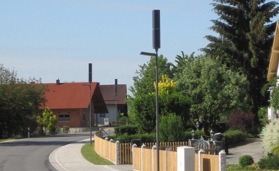<p>En zone résidentiel, l'installation d'éclairage autonome ne requiert pas de tranchées.</p><p><br />Hauteur : 5743mm</p><p>Puissance électrique : 32W</p><p>Flux lumineux : entre 520 et 3200 Lumen (selon la programmation)</p><p>Puissance panneau solaire : 128Wc</p>