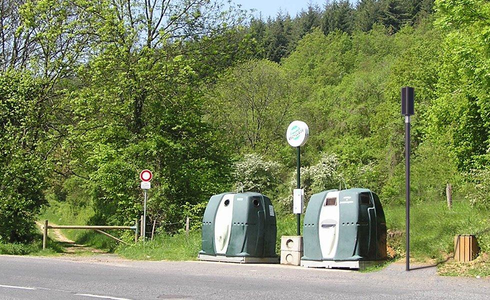 <p>Éclairage d'une zone de collecte des déchets isolée du réseau ERDF.</p><p>Hauteur : 3800mm<br />Puissance électrique : 12W<br />Flux lumineux : entre 360 et 1200 Lumen (selon la programmation)<br />Puissance panneau solaire : 64Wc</p>