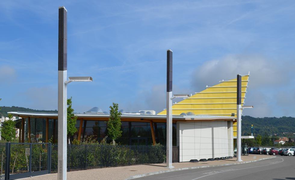 <p>Lampadaire solaire autonome de 270Wc. Panneau solaire à 360° pour capter l'énergie.</p>