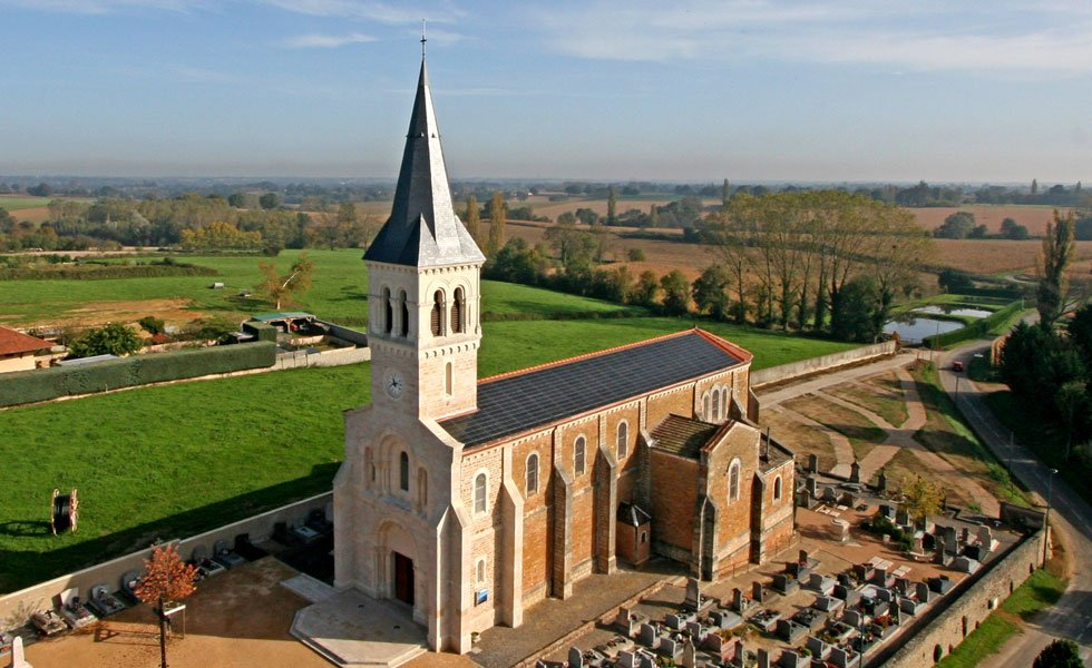 Centrale solaire photovoltaïque sur l'église de Cruzilles-lès-Mepillat (01, Ain)
