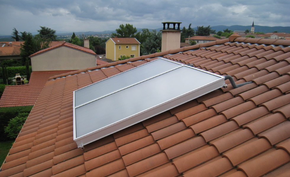 Installation d'un chauffe eau solaire à la Tour de Salvagny (69, Rhône)