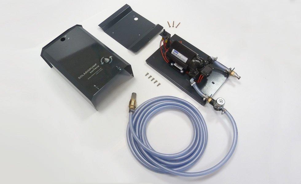 <p>Pompe solaire Shurflo prête à l'emploi. Ce système est assemblé dans nos ateliers à Trévoux et commercialisé exclusivement sur notre boutique : <strong>www.solaris-store.com</strong></p>