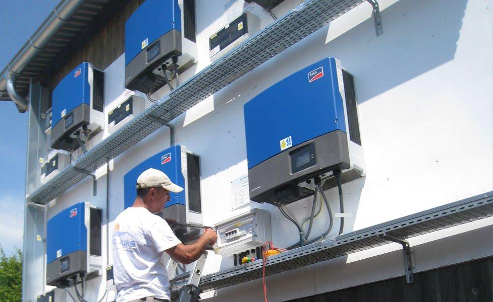 Maintenance à la centrale solaire de Saint-Nizier-Le-Bx (01, Ain)