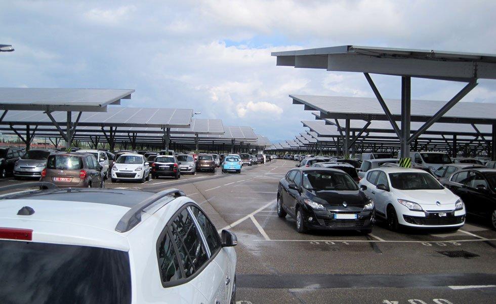 Maintenance à la centrale solaire de Quincieux (69, Rhône)