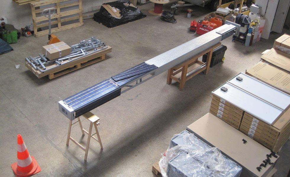 Assemblage d'un Totem solaire dans nos ateliers de Trévoux (01, Ain)