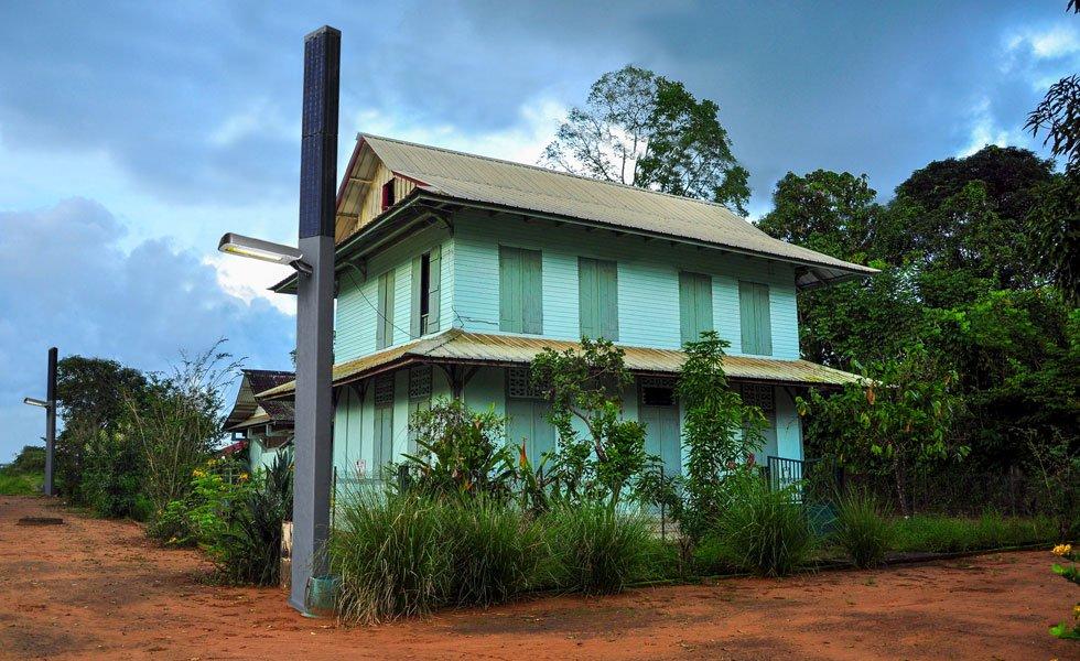 Totem solaire autonome dédié à l'éclairage public en Guyane