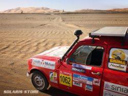Panneau solaire embarqué dans le désert par notre équipe du 4L Trophy