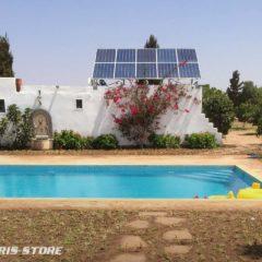 Filtration de piscine à énergie solaire autonome dans un Riad