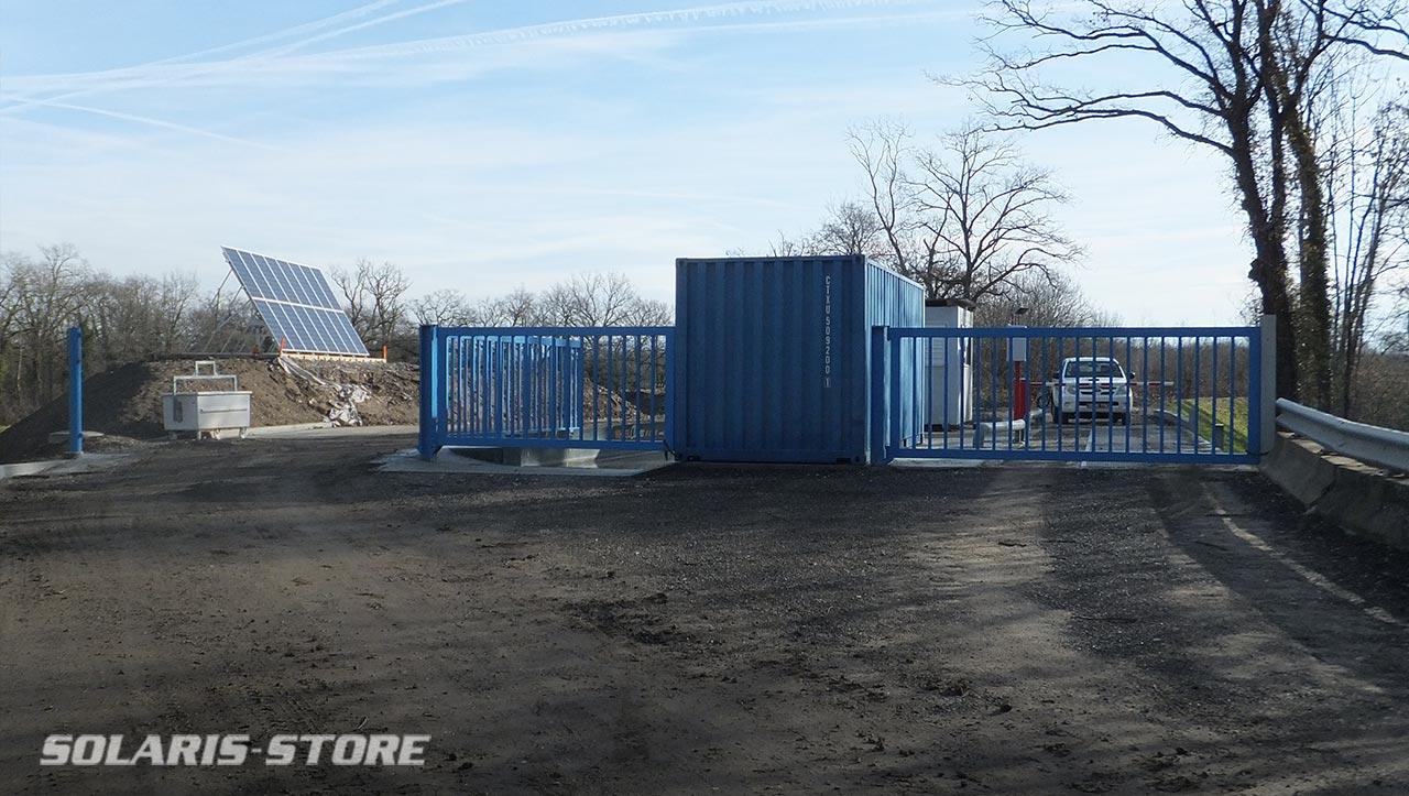 Alimentation solaire photovoltaïque d'un centre de recyclage de déchets à la frontière Suisse : pont de bascule pour pesage camion, éclairage, portail électrique...