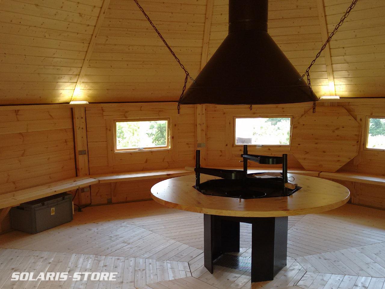 Cabane bois solaire avec Barbecue et foyer centrale