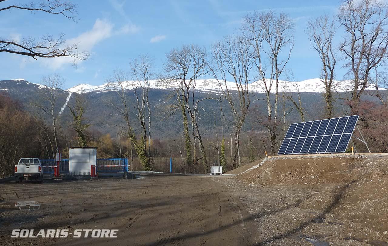 Kit solaire PV autonome pour alimenter un portail de déchetterie