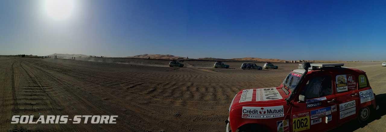 Course de voiture solaire dans le désert
