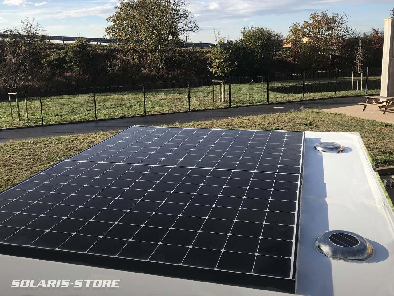 Panneau photovoltaïque permettant d'alimenter des toilettes solaires autonomes et nomades pour divers évènements