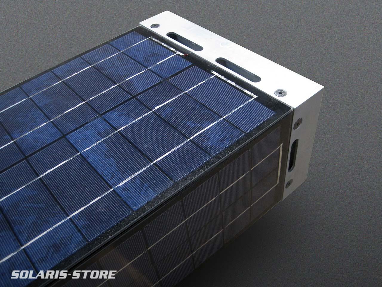 Tour totem solaire avec 360° de panneaux solaires